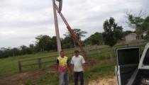 Secretaria de obras faz troca de luminárias danificadas na Agrovila