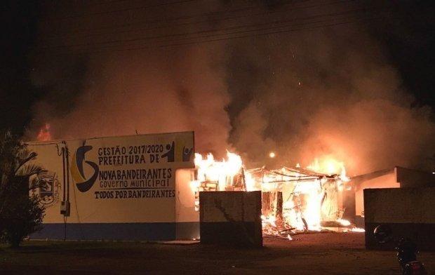 Polícia prende duas advogadas e mais 4 por envolvimentos em incêndio da Prefeitura de Nova Bandeirantes