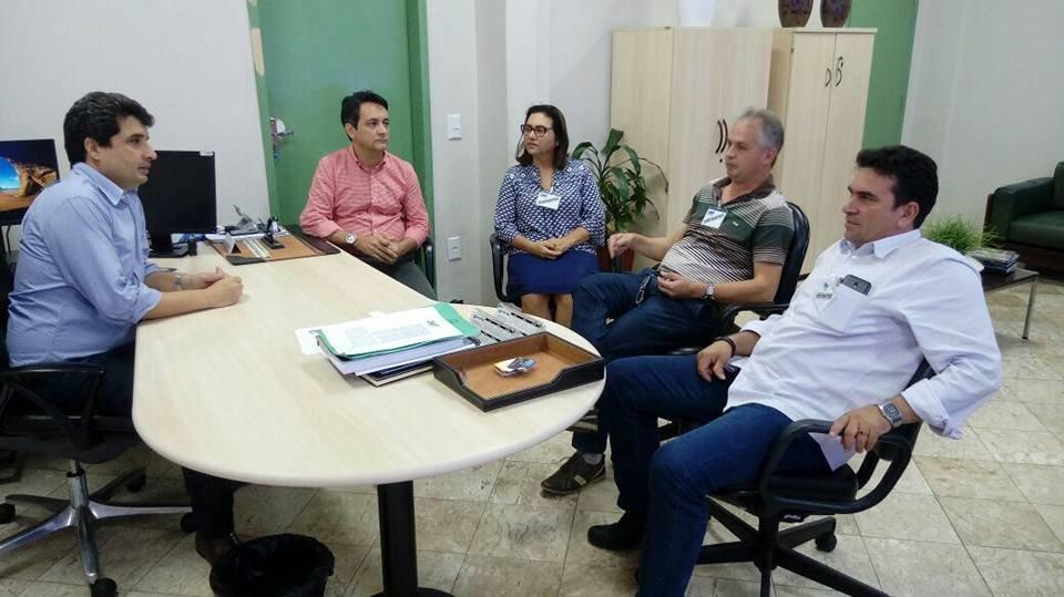 Prefeitos se reúnem com diretor do Dnit para discutir pavimentação da BR 174 trecho Castanheira a Colniza