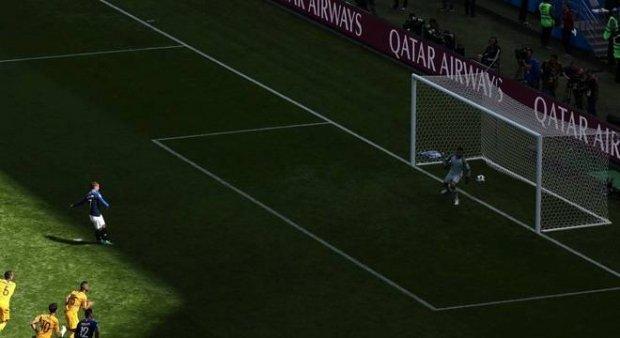 França vence Austrália em 1º uso de árbitro eletrônico em Copas