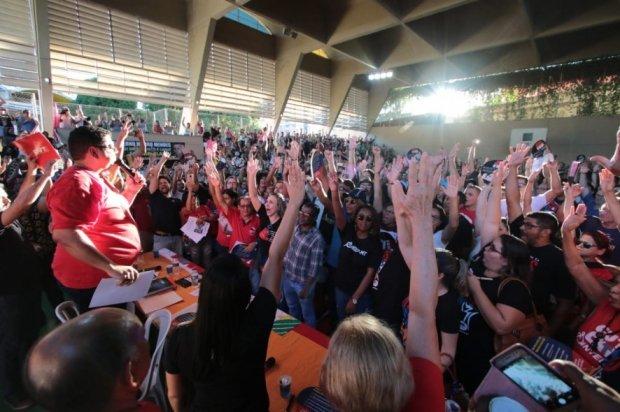 Professores de todo o Estado entram em greve por tempo indeterminado