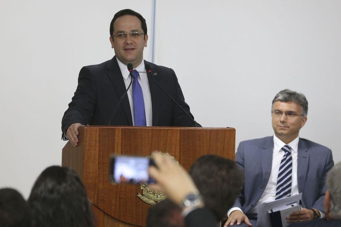 MEC visitará 200 instituições denunciadas por irregularidades