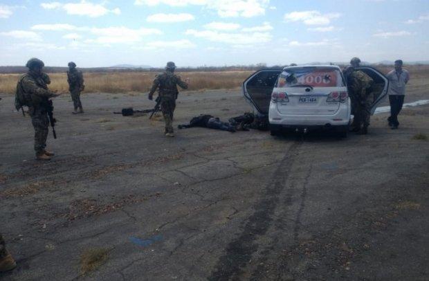 Polícia mata seis que tentavam roubar avião