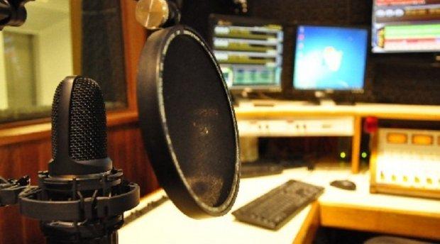 Emissoras de rádio AM terão 180 dias para pedir migração para FM