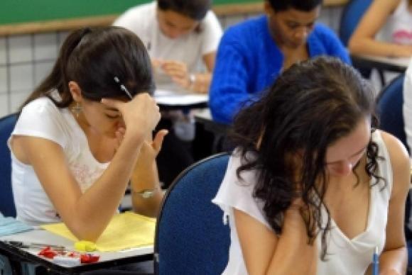 Controlar a ansiedade é importante para quem vai fazer o Enem, diz psicóloga
