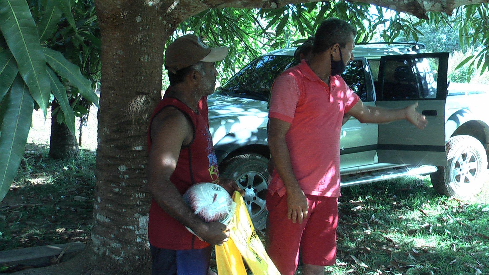 Vereador Jorge realiza entrega de uniforme a time de futebol no Projeto do Sol I