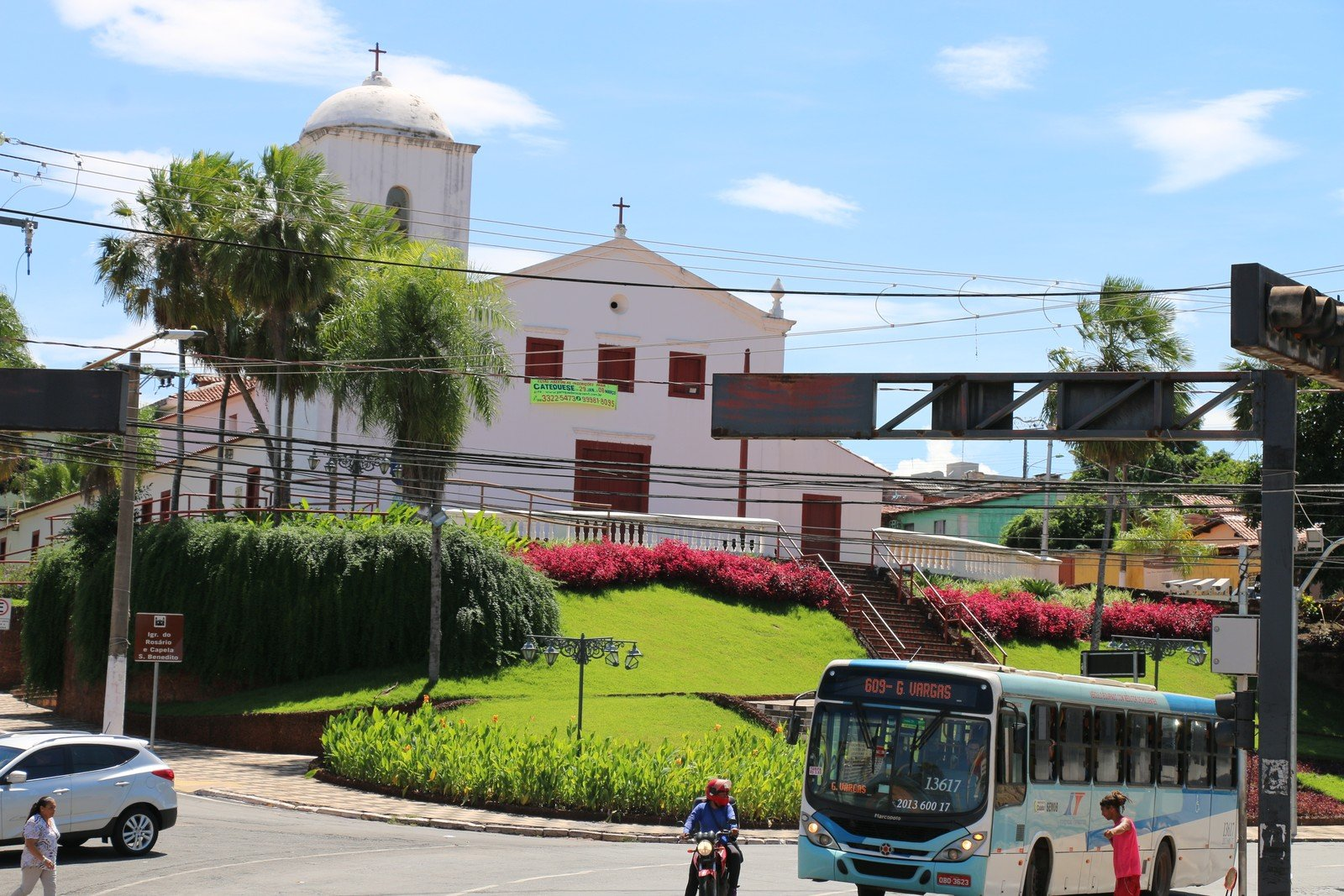 Terra usada em paredes de igreja centenária de Cuiabá tinha partículas de ouro