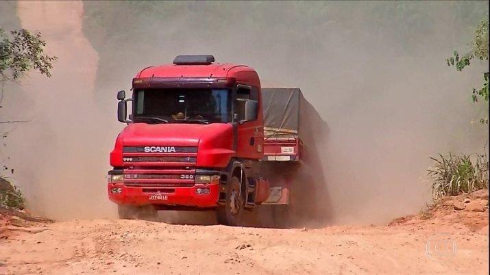 Estradas precárias prejudicam o transporte de cargas entre Castanheira e Colniza
