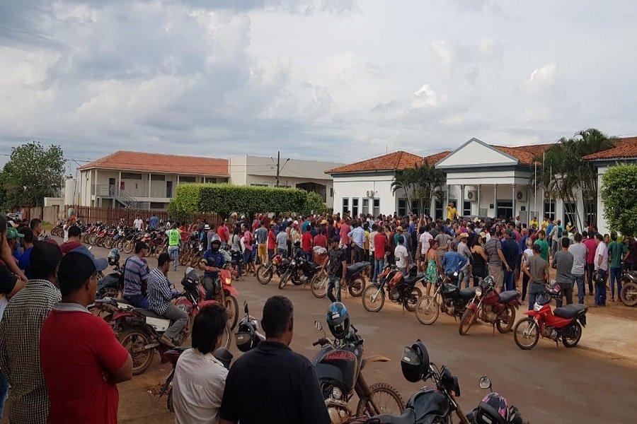 Manifestação de garimpeiros tranca avenida central de Aripuanã