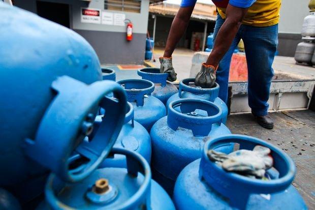 Petrobras elevará preço do gás de cozinha em 4,5% a partir de domingo