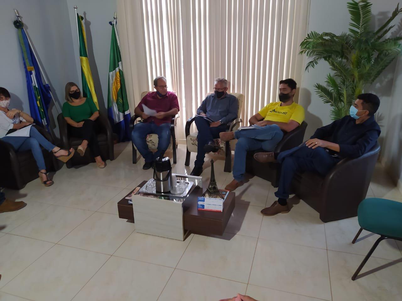 Sintep Colniza debate as pautas da educação com executivo municipal