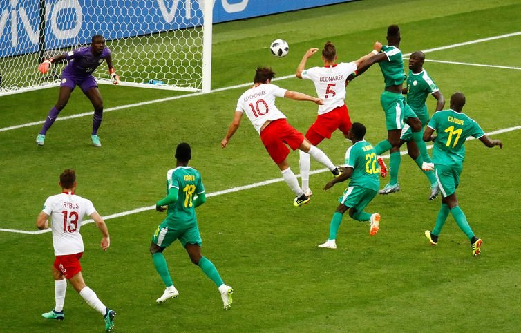 Senegal aproveita erro da Polônia e vence na estreia por 2x1
