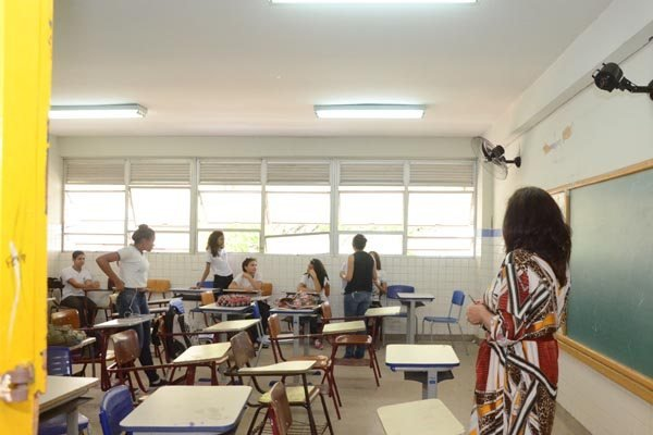 Ensino integral cai no fundamental e cresce no médio, mostra Censo