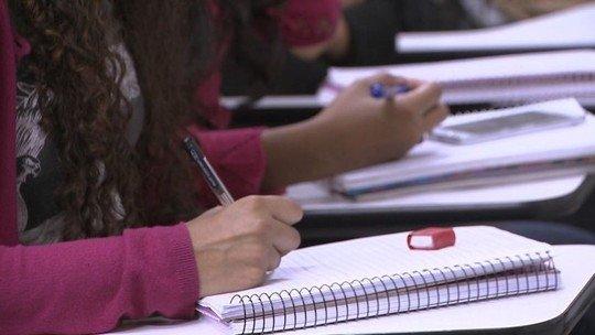 Universidade em MT é acusada de aumentar mensalidades para fraudar Fies
