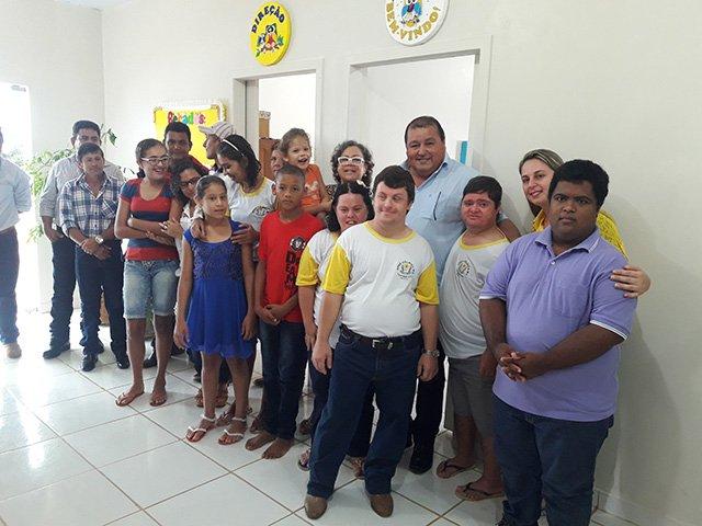 Prefeitura de Colniza realiza doação de um ônibus para APAE do município