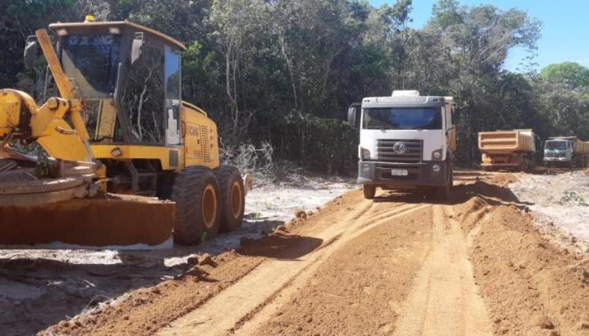 Maquinários da prefeitura de Guarantã é flagrado fazendo estrada dentro de fazenda no Pará