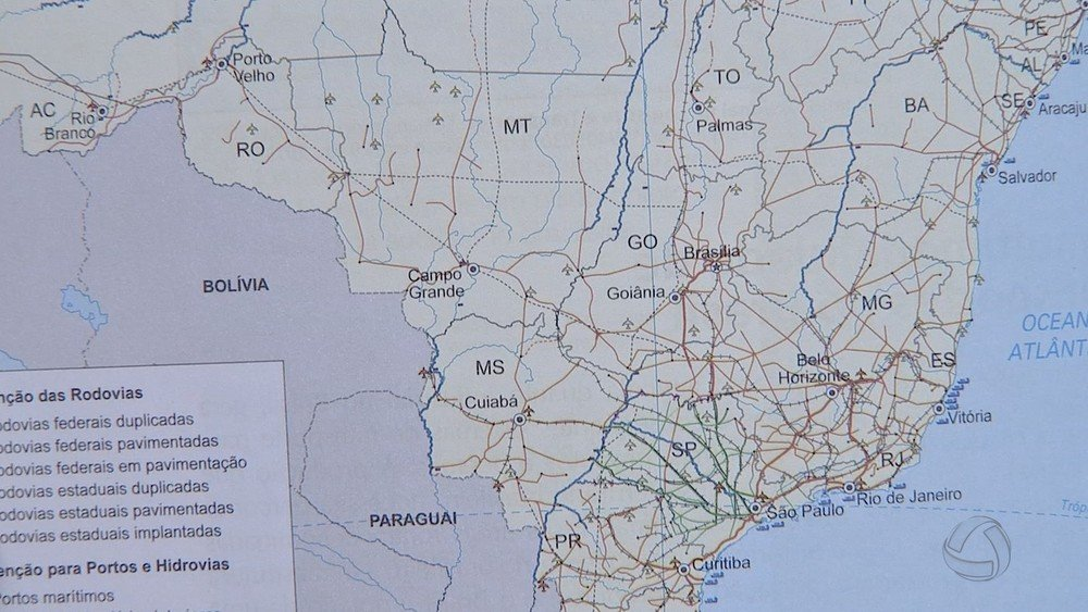 Livro de geografia distribuído na rede estadual de ensino troca capitais de MS e MT
