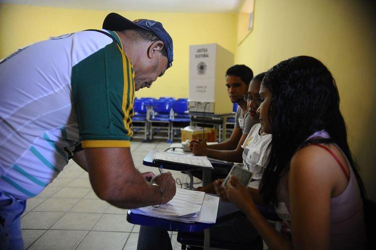 Em 19 municípios, eleitores vão eleger prefeitos neste segundo turno