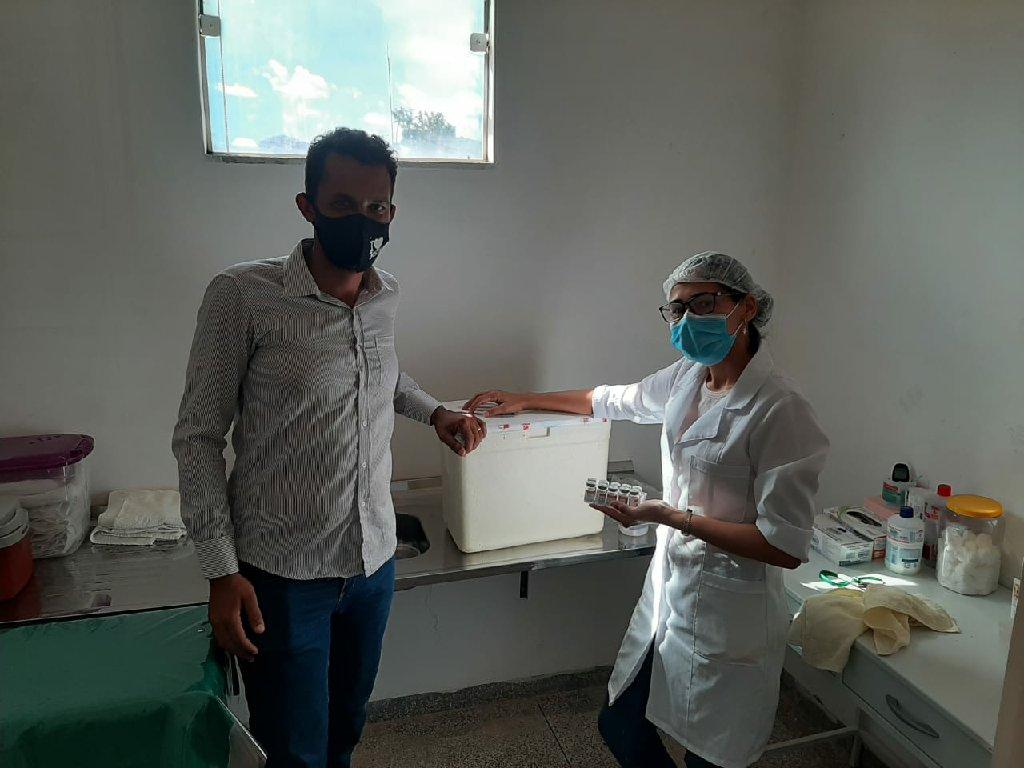Vereador Luis Carlos acompanha de perto a entrega de vacinas da COVID 19 no Guariba e ajuda a mapear os pontos críticos da MT 206
