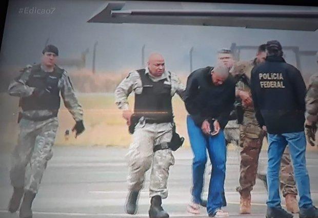 Agressor de Bolsonaro é transferido para prisão em Campo Grande