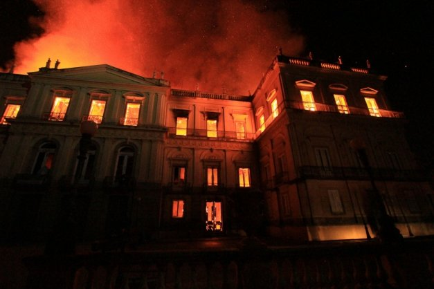 Bancos integram rede de apoio para reconstruir Museu Nacional