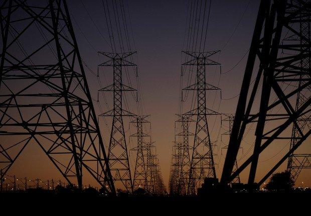 Aneel autoriza reajuste nas contas de luz de consumidores do DF, GO e SP