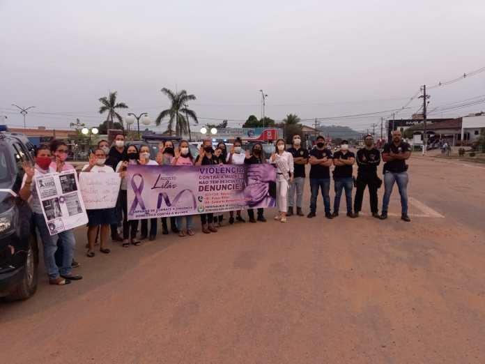 Policiais civis e sociedade organizada de Colniza promovem marcha sobre o Agosto Lilás