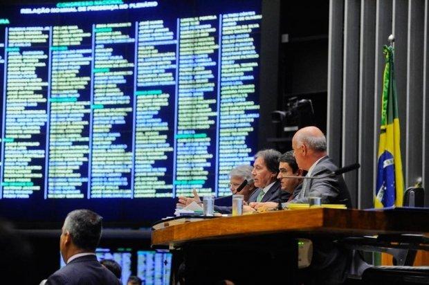 Congresso derruba veto de Temer e restabelece 'encontro de contas' dos municípios com a União