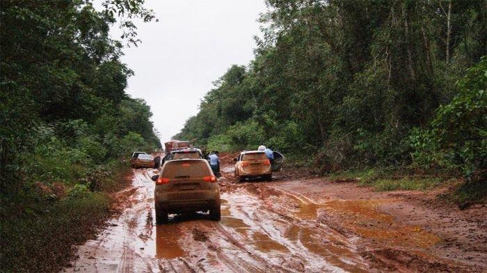 Atoleiros dificultam tráfego de veículos em rodovia no nortão