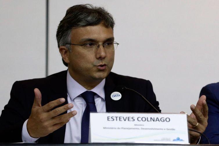 Adiamento de reajuste de servidores reduziria gasto público em R$ 5 bi