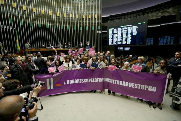 Deputadas e senadoras definem pauta para Semana da Mulher