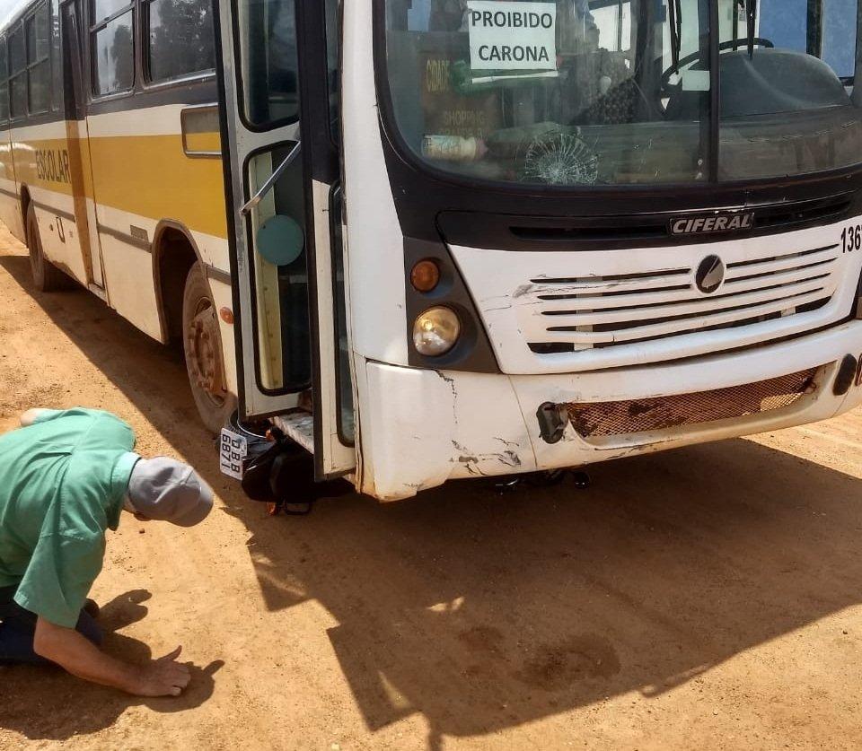 Motociclista morre em acidente com ônibus