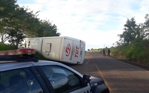 Ônibus tomba com passageiros na MT 170 próximo de Juína