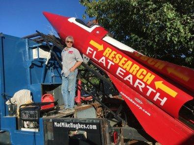 Homem morre ao se lançar em um foguete caseiro
