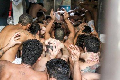 Presos denunciam tortura e Defensoria pede interdição da PCE