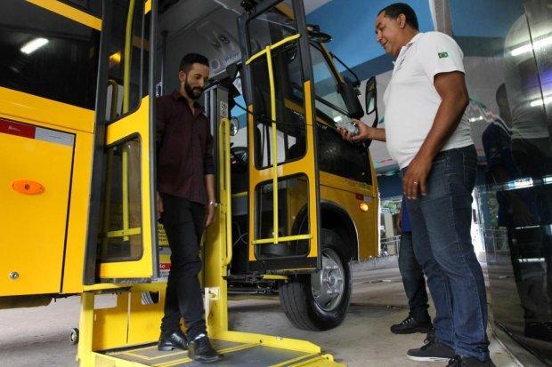 Seduc recebe 10 ônibus escolares para a Educação Especial