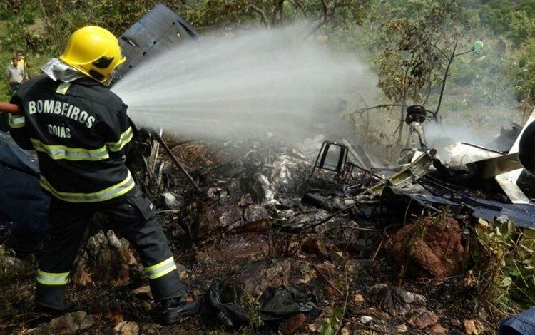 Avião cai na cidade de Goiás, e passageiros sobrevivem