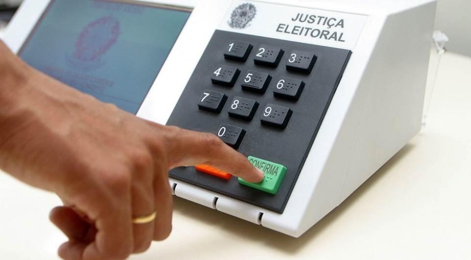 Especialista descarta possibilidade de renovação política em outubro