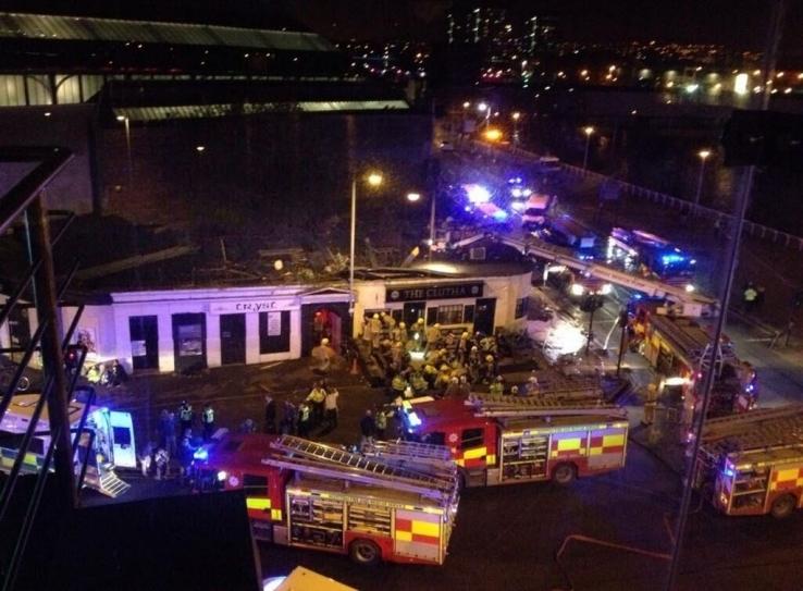 Avião colide com prédio de aeroporto e deixa 4 feridos na África do Sul