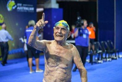 Australiano de 99 anos nada 50m em 56 segundos