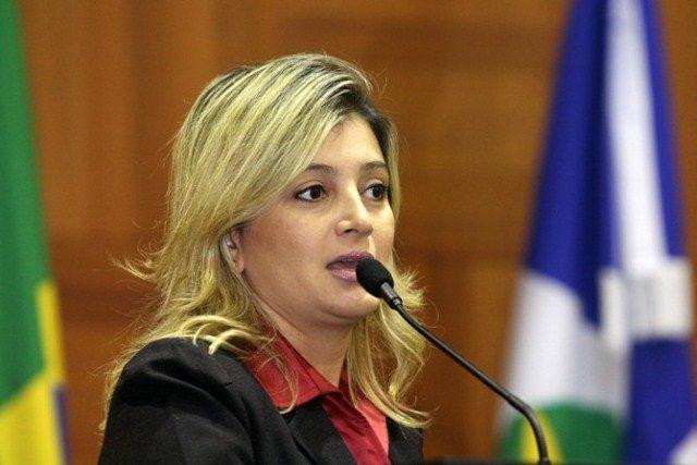 MPE ingressa com nova ação contra prefeita requerendo indisponibilidade de bens e afastamento cautelar