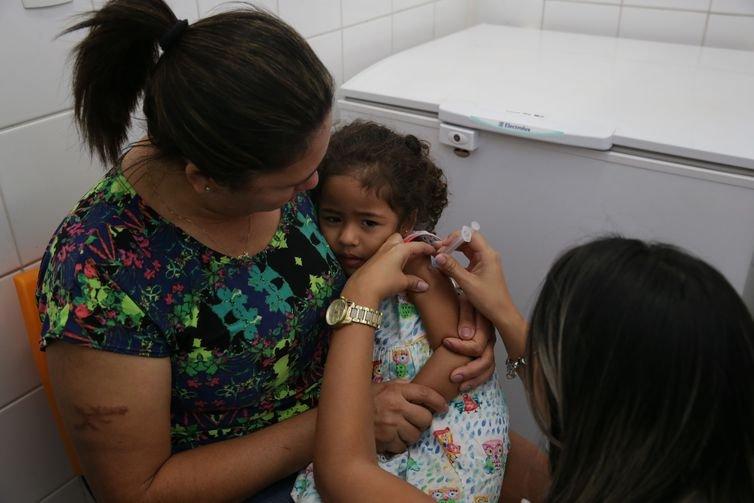 Gripe: municípios com estoque de vacina devem ampliar imunização