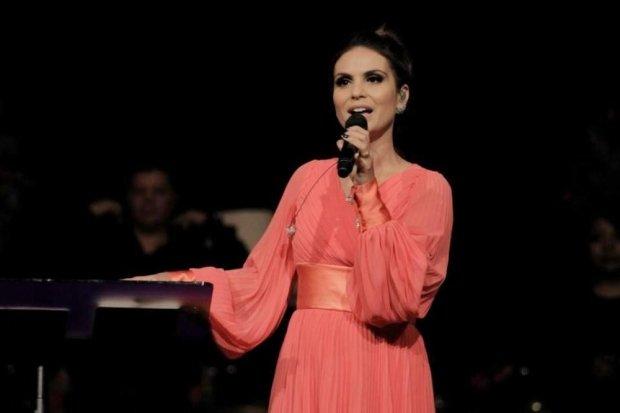Rejane Silva, ex-backing vocal de Aline Barros, processa cantora gospel em R$ 1 milhão e diz que foi demitida por ser gay