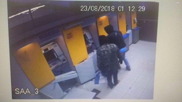 Bandidos faz moradores reféns, explode caixas e cofres de bancos em MT