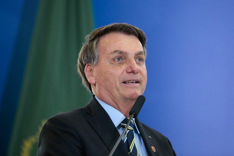 Bolsonaro edita MP limitando redes sociais de remover conteúdo