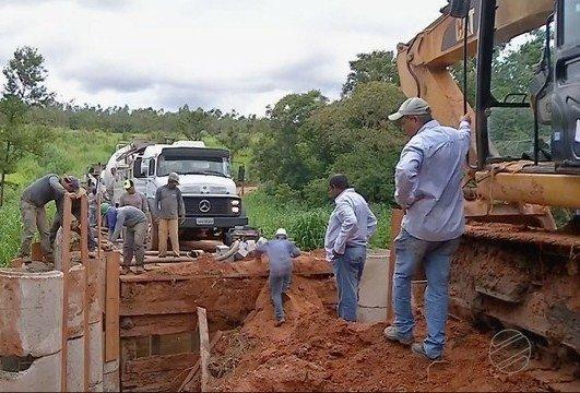 Produtores rurais fazem vaquinha para reconstrução de ponte que caiu durante chuva forte em MT