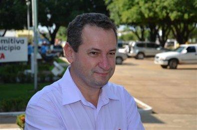Justiça bloqueia R$ 1 milhão de prefeito em MT por contratar empresas com mesma sede