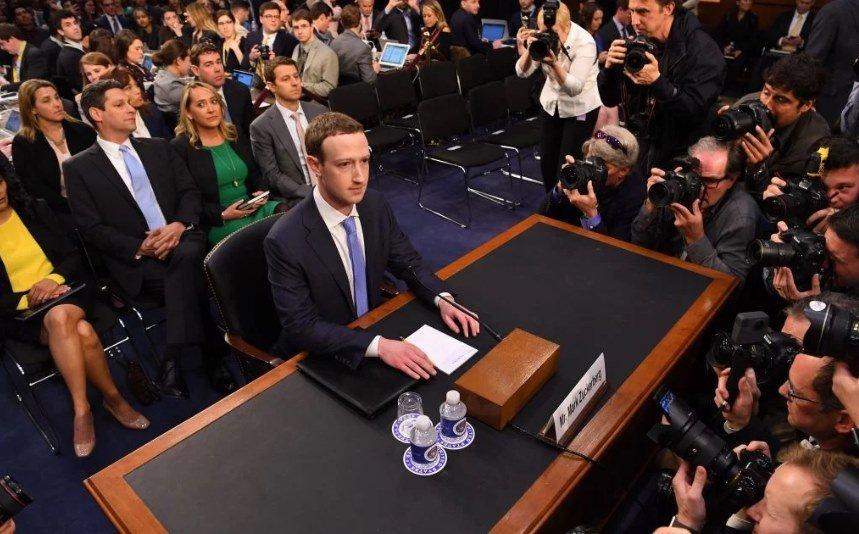 Facebook está compartilhando dados de usuários com operadoras de telefonia