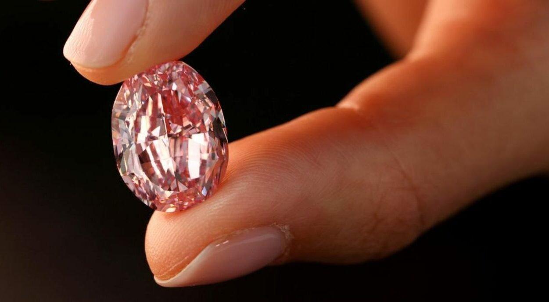 Diamante rosa rende US$ 26 mi em leilão