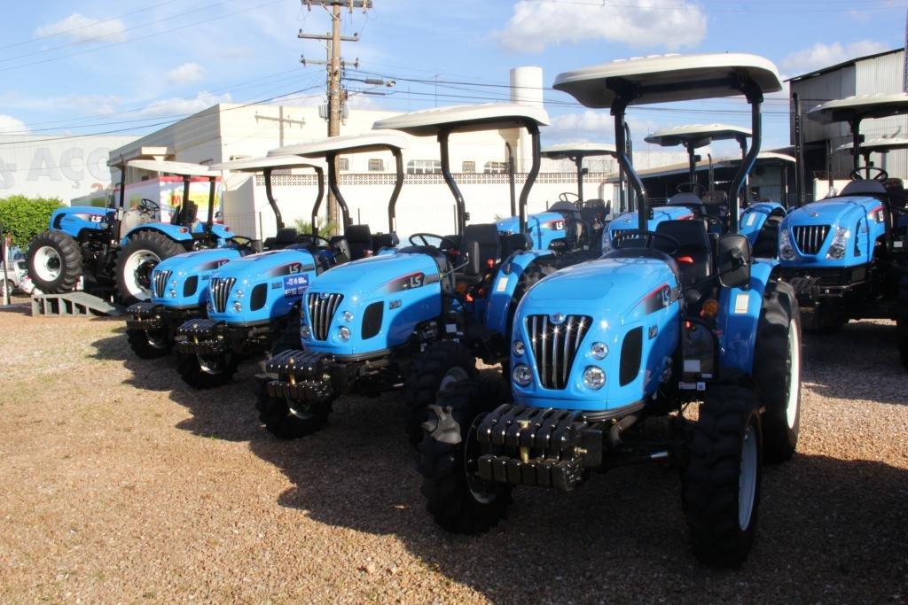 Seaf entrega bancas de feira, veículos e patrulhas mecanizadas para 23 municípios